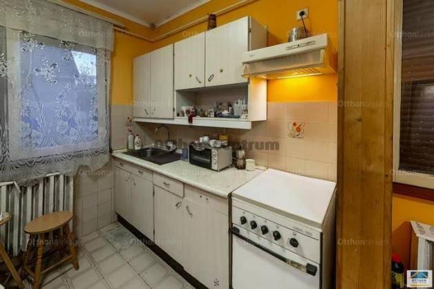 Eladó családi ház, Kecskemét, 2+1 szobás
