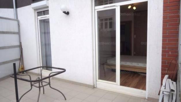 Pécsi eladó lakás, 3 szobás, 62 négyzetméteres