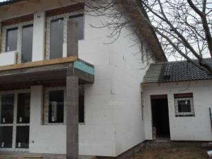 Dunakeszi ikerház eladó, 130 négyzetméteres, 5 szobás
