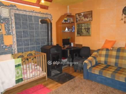 Váci eladó ház, 1+1 szobás, 55 négyzetméteres