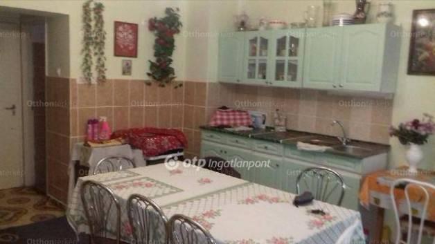 Eladó családi ház Kecskemét, 2 szobás
