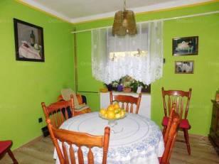 Balatonlellei családi ház eladó, 100 négyzetméteres, 4 szobás