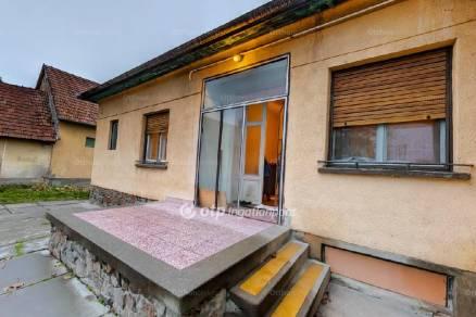 Szekszárd 4 szobás ház eladó