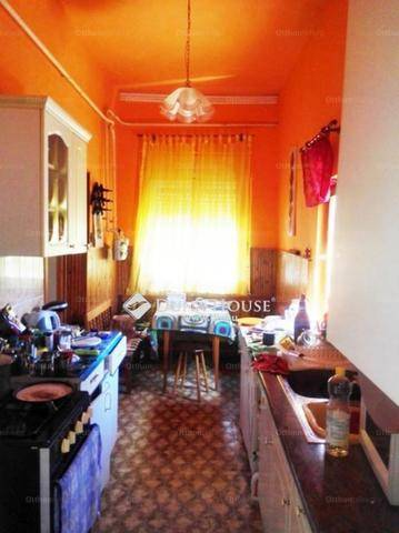 Szolnoki eladó családi ház, 3 szobás, a Rákóczi úton