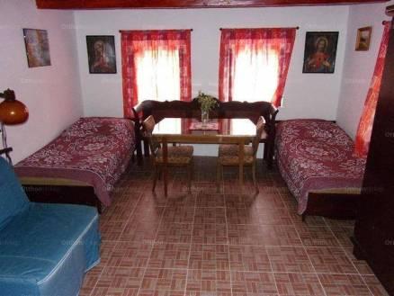 Eladó családi ház Csécse, Dózsa György út, 1+1 szobás