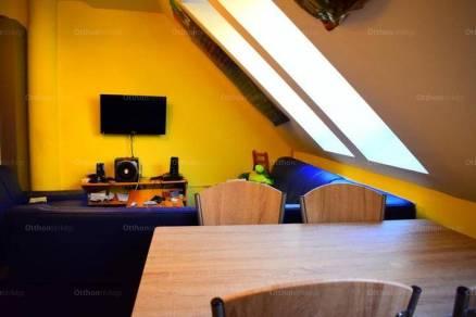Pécsi eladó lakás, 4 szobás, 100 négyzetméteres