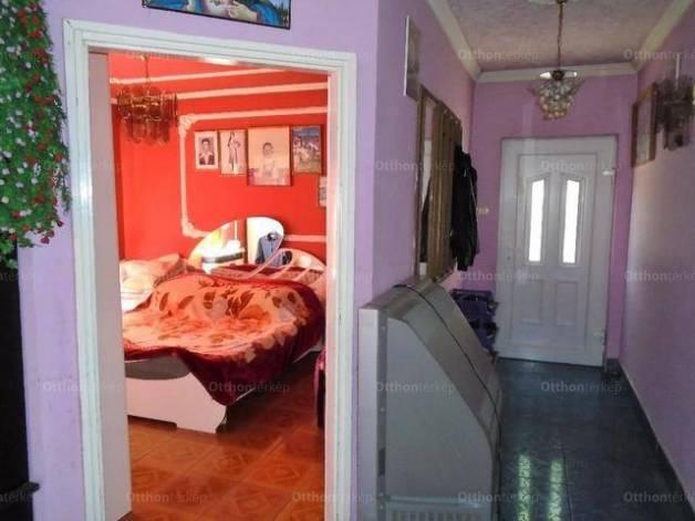 Lőrinci családi ház eladó a Bercsényi Miklós utcában, 123 négyzetméteres