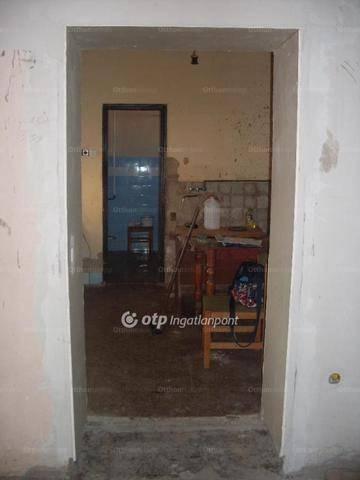 Lőrinci családi ház eladó a Béke utcában, 72 négyzetméteres