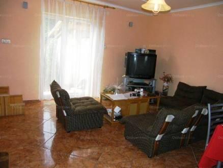 Eladó 1+3 szobás lakás Baja