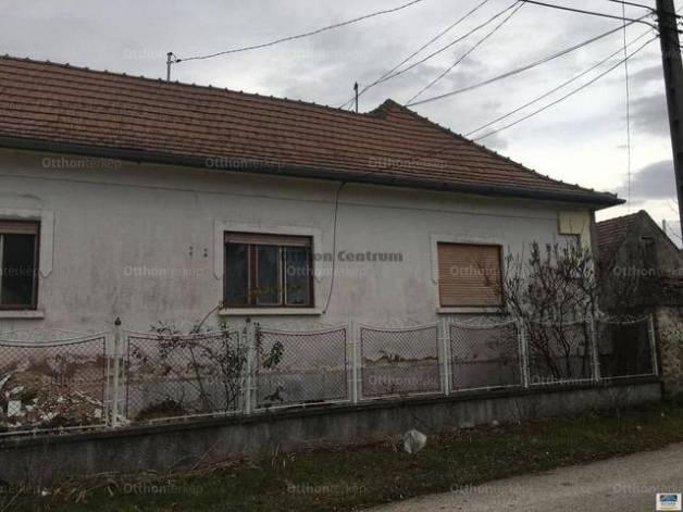 Várpalotai eladó családi ház, 3 szobás, 64 négyzetméteres