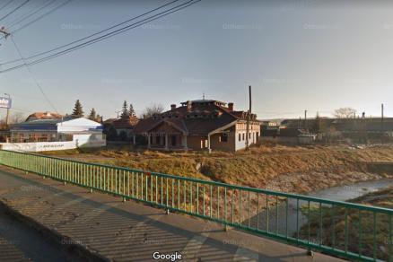 Eladó ház Szécsény, Batthyány út 1., 11+1 szobás