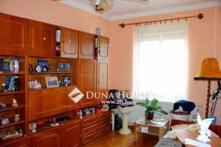 Komlói lakás eladó a Gorkij utcában, 52 négyzetméteres