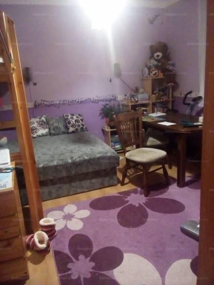 Eladó lakás Komló a Vértanúk utcában 40-ben, 2 szobás