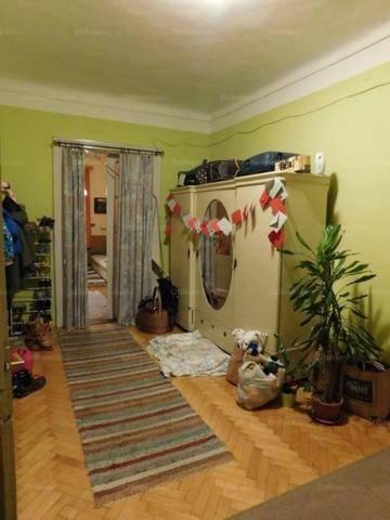 Pécsi eladó lakás, 3 szobás, 150 négyzetméteres