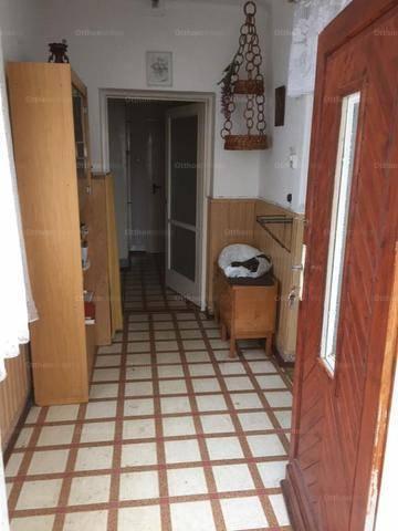 Abda családi ház eladó, 2+1 szobás