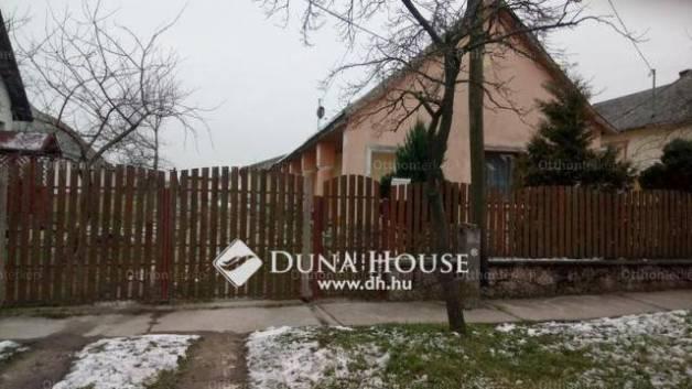 Eladó 5 szobás családi ház Császár
