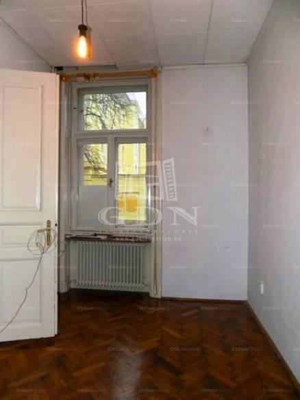 Kaposvári eladó lakás, 5+1 szobás, 124 négyzetméteres