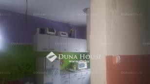 Eladó családi ház Komárom a Réti soron, 1+2 szobás