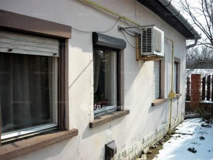 Szolnoki eladó ház, 2+1 szobás, 69 négyzetméteres