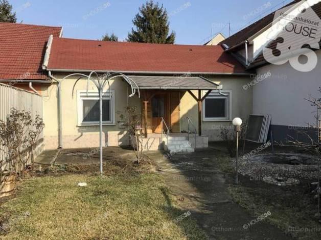 Eladó családi ház Kecskemét, Bercsényi utca, 2 szobás