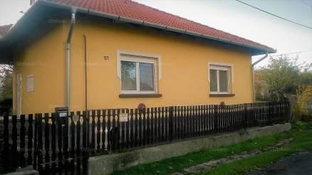 Szalkszentmárton eladó családi ház a Jókai utcában