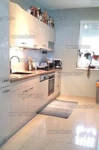 Eladó 3+1 szobás lakás Szentendre