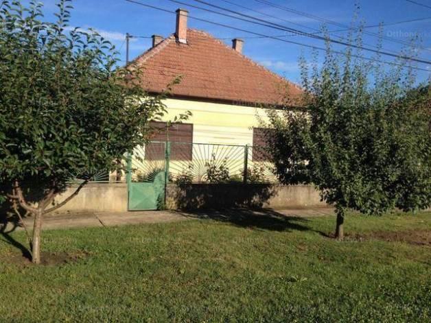 Martfűi családi ház eladó, 85 négyzetméteres, 2 szobás