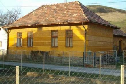 Eladó családi ház Csernely, 4+1 szobás