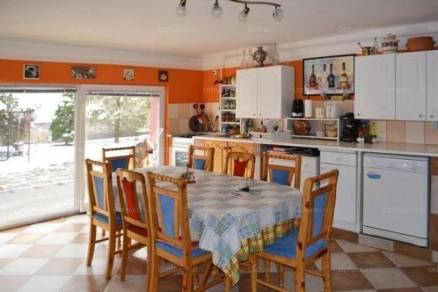 Családi ház eladó Kerecsend, 180 négyzetméteres