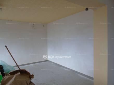 Eladó lakás Érd, 2 szobás