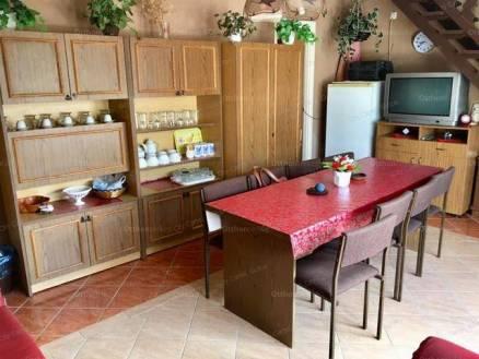 Balatonlellei nyaraló eladó, 86 négyzetméteres, 5 szobás