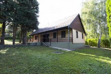 Eladó családi ház, Budapest, Máriaremete, 3+2 szobás