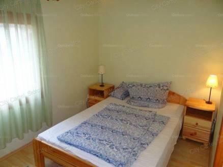Fonyódi eladó nyaraló, 2+2 szobás, 60 négyzetméteres