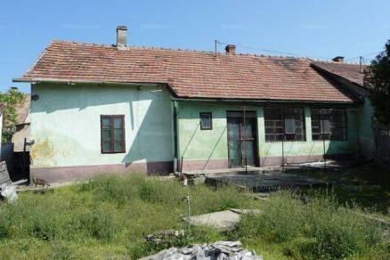 Eladó 2 szobás családi ház Kalocsa