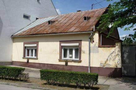 Kalocsa családi ház eladó, Rákóczi Ferenc utca, 3 szobás