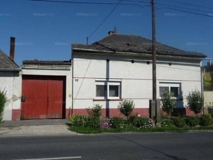 Bátyai eladó családi ház, 3 szobás, a Kossuth Lajos utcában
