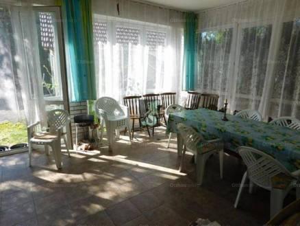 Balatonvilágosi eladó nyaraló, 4 szobás, 127 négyzetméteres