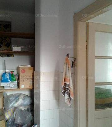 Pécsi nyaraló eladó, 40 négyzetméteres, 1 szobás