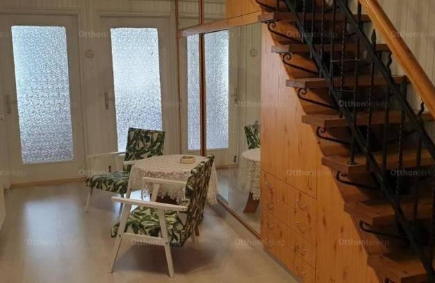 Székesfehérvári családi ház eladó a Fiskális úton, 200 négyzetméteres