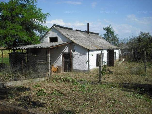 Eladó családi ház, Újszilvás, 1+1 szobás