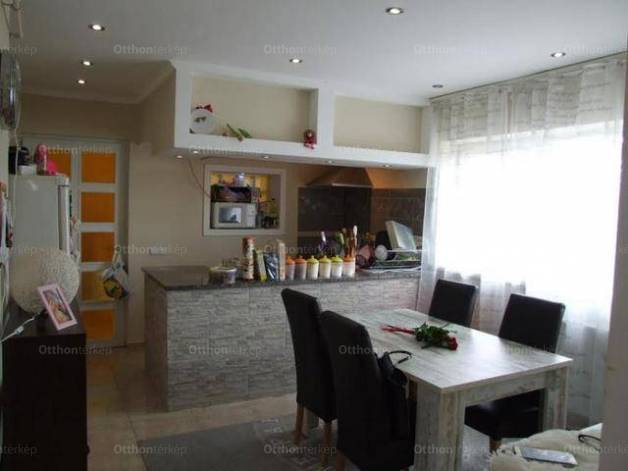 Szentendrei lakás eladó, 105 négyzetméteres, 4 szobás