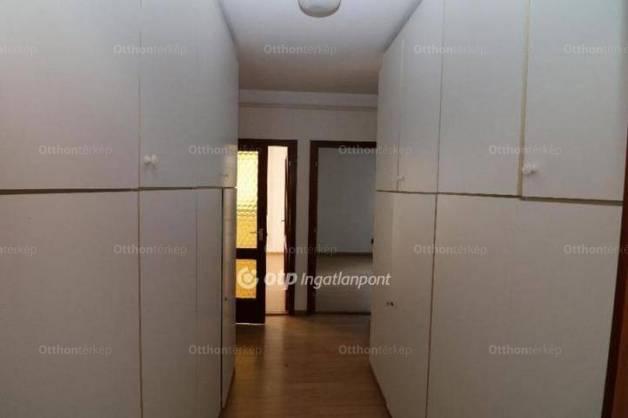 Budapesti családi ház eladó, Adyligeten, Feketerigó utca, 3+2 szobás