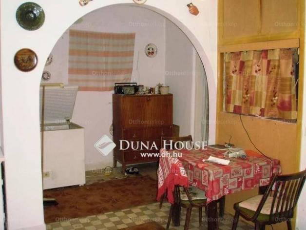 Csolnoki családi ház eladó a Dózsa György utcában, 85 négyzetméteres