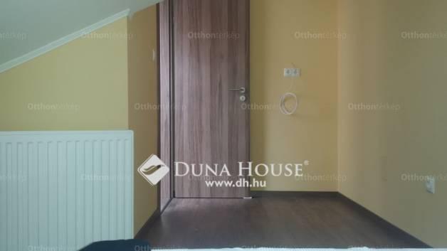 Pécsi lakás eladó a Hungária utcában, 85 négyzetméteres