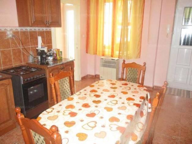 Budapesti lakás eladó, Palotanegyedben, Baross utca, 2+1 szobás