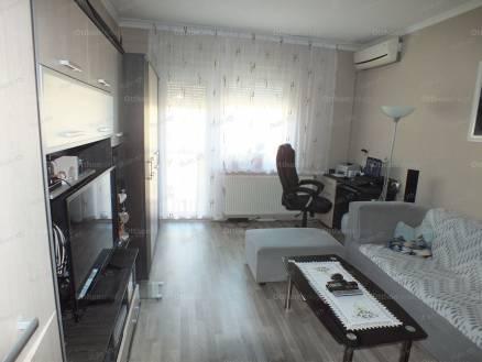 Lábatlani lakás eladó, 56 négyzetméteres, 2 szobás