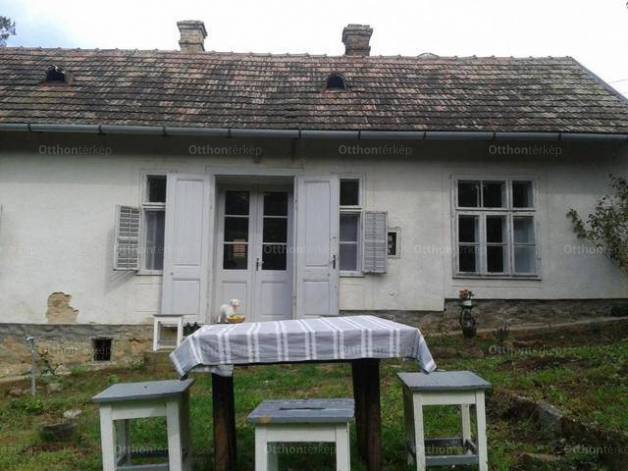 Badacsonytomaji eladó családi ház, 2+1 szobás, 57 négyzetméteres