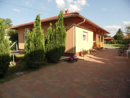 Balatonboglári ház eladó, 100 négyzetméteres, 4 szobás