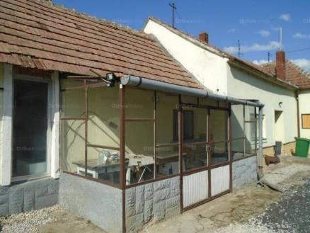 Családi ház eladó Sármellék, 130 négyzetméteres