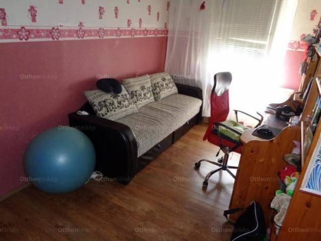 Nyíregyházai eladó lakás, 2 szobás, a Törzs utcában